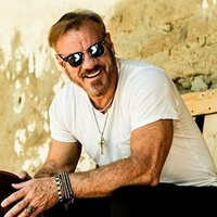 Avatar for the related artist Phil Vassar
