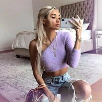 Image of Pia Mia linking to their artist page due to link from them being at the top of the main table on this page