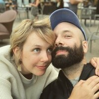 Image of Pomplamoose linking to their artist page due to link from them being at the top of the main table on this page