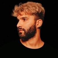 Image of R3hab linking to their artist page due to link from them being at the top of the main table on this page