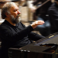 Image of Radu Lupu linking to their artist page due to link from them being at the top of the main table on this page