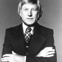 Image of Ray Conniff linking to their artist page due to link from them being at the top of the main table on this page