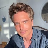Image of Richard Marx linking to their artist page due to link from them being at the top of the main table on this page