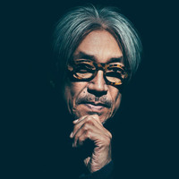 Image of Ryuichi Sakamoto linking to their artist page due to link from them being at the top of the main table on this page