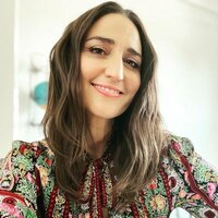 Image of Sara Bareilles linking to their artist page due to link from them being at the top of the main table on this page