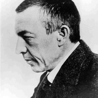 Image of Sergei Rachmaninoff linking to their artist page due to link from them being at the top of the main table on this page