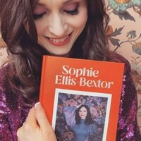 Image of Sophie Ellis-Bextor linking to their artist page due to link from them being at the top of the main table on this page