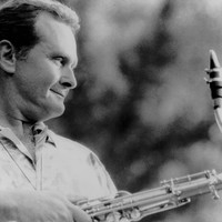 Image of Stan Getz linking to their artist page due to link from them being at the top of the main table on this page