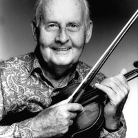 Image of Stéphane Grappelli linking to their artist page due to link from them being at the top of the main table on this page