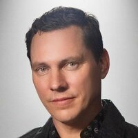 Image of Tiësto linking to their artist page due to link from them being at the top of the main table on this page