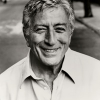 Image of Tony Bennett linking to their artist page due to link from them being at the top of the main table on this page