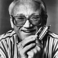 Image of Toots Thielemans linking to their artist page due to link from them being at the top of the main table on this page