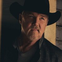 Image of Trace Adkins linking to their artist page due to link from them being at the top of the main table on this page