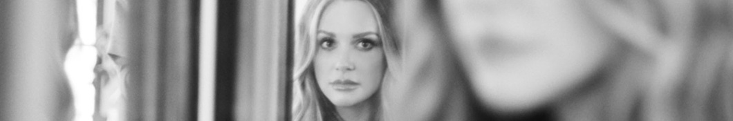 Large banner image of Carly Pearce headlining the page