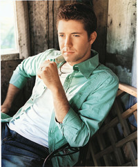 Thumbnail for the Josh Turner - Long Black Train (Sprint Acoustic Live) link, provided by host site