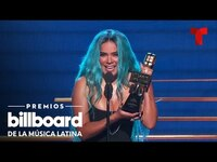 Thumbnail for the Karol G - Se corona como Artista del Año, Femenina | Telemundo Entretenimiento link, provided by host site