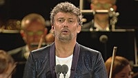 Image of Jonas Kaufmann linking to their artist page due to link from them being at the top of the main table on this page
